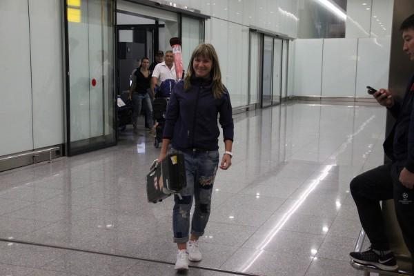 Болельщики биатлона встретили Галину Вишневскую в аэропорту